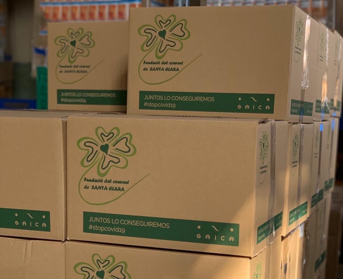 Los lotes de comida de la Fundació Santa Clara y las cajas donadas por Grupo Saica