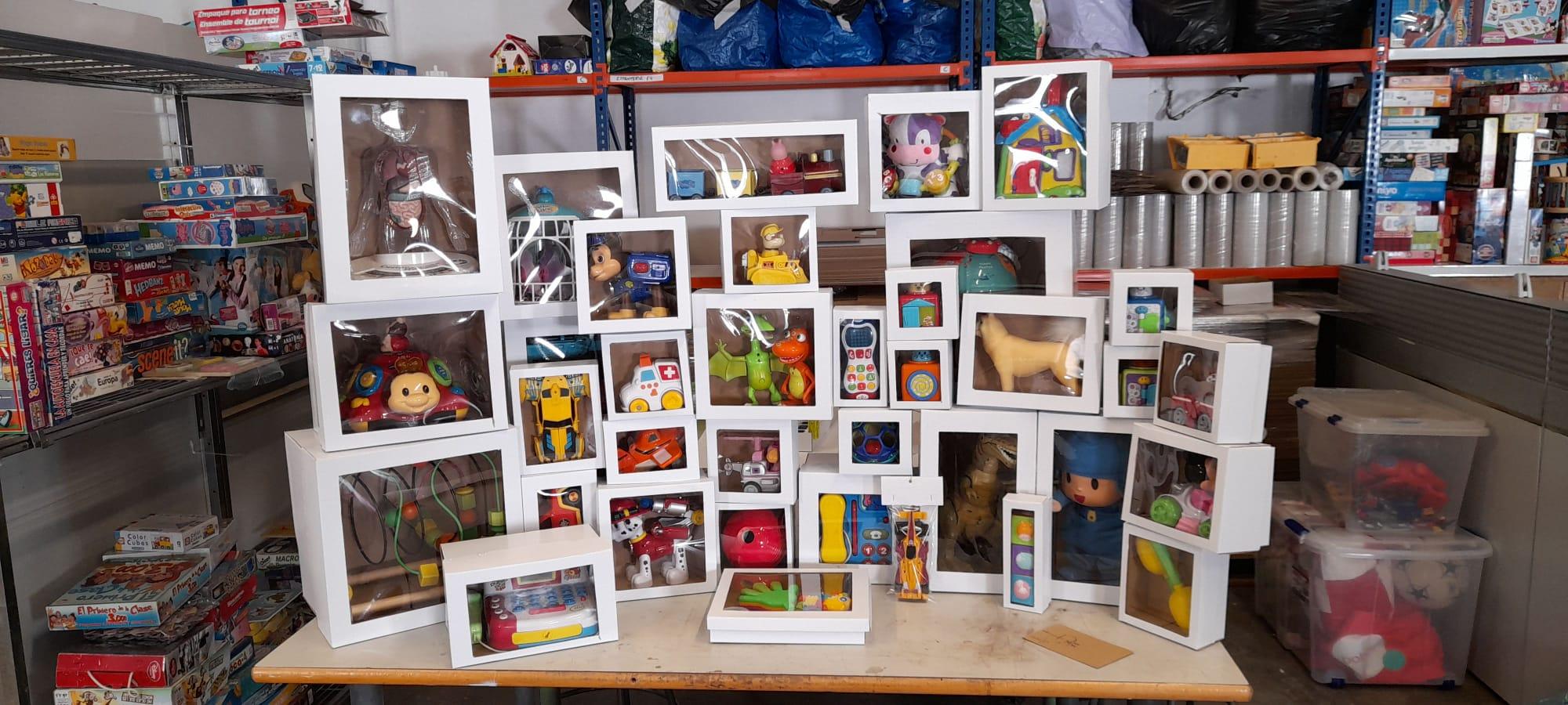 Algunos de los juguetes reacondicionados por participantes del Programa Prelaboral de Cáritas Valencia.
