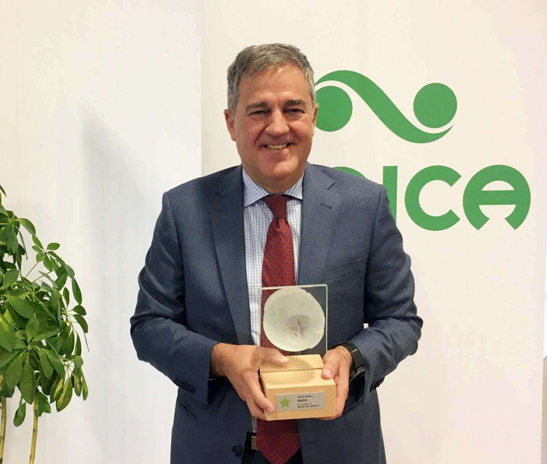 Ramón Alejandro recoje premio