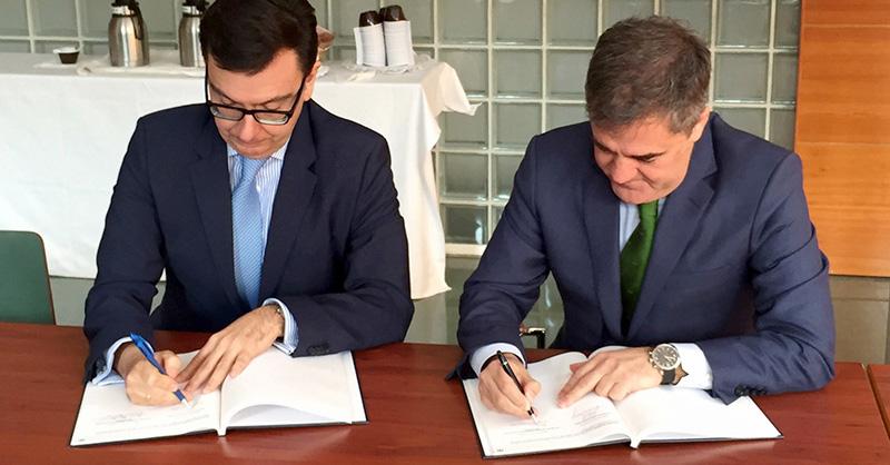 Ramón Alejandro signing