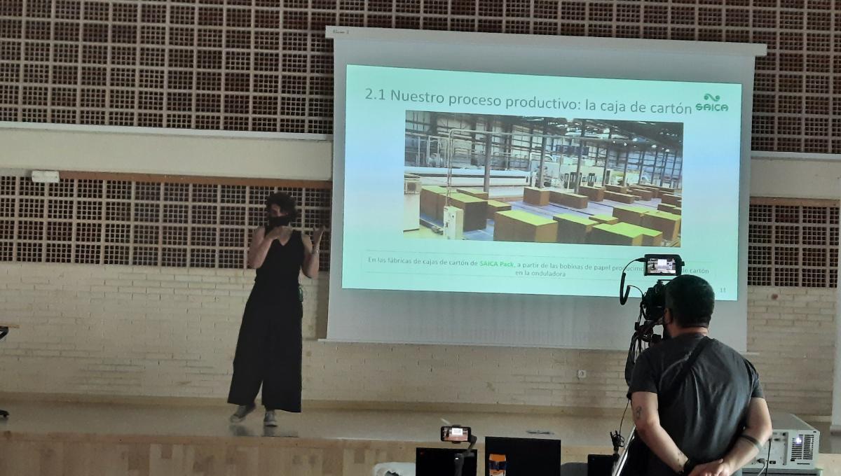 Susana Alejandro en la conferencia del proyecto de Aprendizaje Servicio EFFE